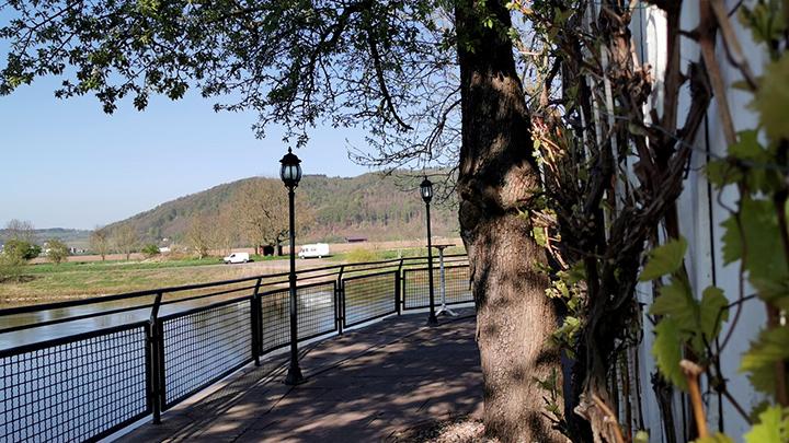 Alte Schmiede mit Blick auf die Weser