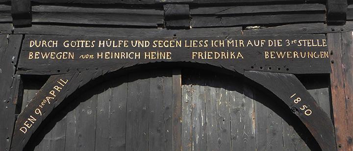 Lüchtringen - Inschrift am Torbogen der Zehntscheune